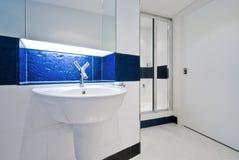 Dispersore contemporaneo della stanza da bagno Fotografia Stock Libera da Diritti