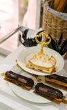 Displa francês luxuoso da pastelaria imagens de stock