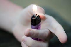 Disponibel cigarettändare Royaltyfri Bild
