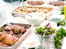 Disposição deliciosa do alimento em uma tabela Foto de Stock Royalty Free