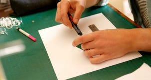 Disposição do corte do desenhista da joia do papel 4k do projeto vídeos de arquivo
