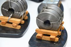 Disposição do metal laminado após o rolamento em um rolo em um produto empacotado na indústria metalúrgica imagens de stock royalty free