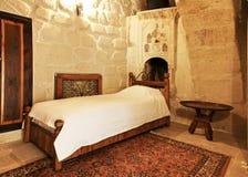Disposição e detalhe do quarto da única cama Imagens de Stock