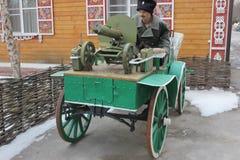 A disposição está lutando o vagão do cossaco com uma metralhadora fotografia de stock royalty free