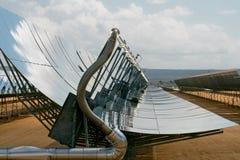 Disposições maciças do painel solar Fotografia de Stock Royalty Free