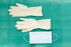 Disposible steriel rubber, één keer gebruikte Handschoenen met chirurgenmasker stock fotografie
