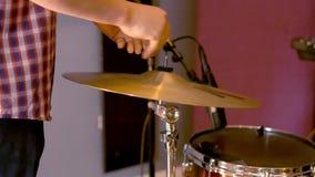 Disposición acústica de los platillos de los tambores almacen de metraje de vídeo