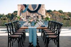 Disposición al aire libre de la decoración del evento de la boda, tiempo de verano Fotos de archivo