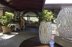 Disposición al aire libre para una boda en las colinas toscanas Imágenes de archivo libres de regalías