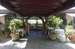 Disposición al aire libre para una boda en las colinas toscanas Imagenes de archivo