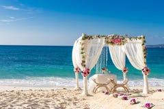 Disposición de la boda, recepción nupcial al aire libre tropical, beauti Fotos de archivo