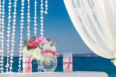 Disposición de la boda, recepción nupcial al aire libre tropical, beauti Foto de archivo