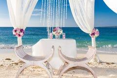 Disposición de la boda, recepción nupcial al aire libre tropical, beauti Fotografía de archivo