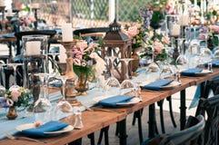 Disposición de la decoración de la boda o del evento, tiempo de verano, al aire libre Foto de archivo