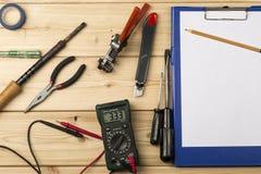Disposición de la diversa mano y de las herramientas eléctricas para la reparación Imagenes de archivo