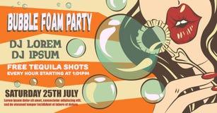 Disposición del cartel del partido de la espuma de la burbuja Mujer en estilo del arte pop Muchacha que hace burbujas de jabón Ej Fotos de archivo libres de regalías