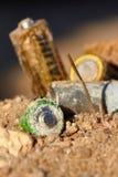 Disposición incorrecta de baterías Fotos de archivo