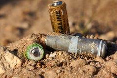 Disposición incorrecta de baterías Fotografía de archivo libre de regalías