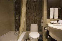 Disposición moderna del cuarto de baño fotos de archivo libres de regalías