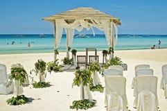 Disposición para una boda de playa imágenes de archivo libres de regalías