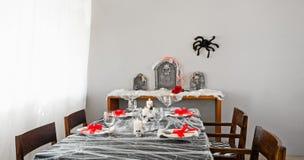 Disposición de la tabla de cena de Halloween Foto de archivo libre de regalías