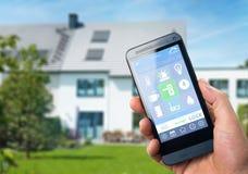 Dispositif à la maison intelligent - contrôle à la maison photographie stock libre de droits