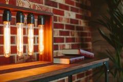Dispositif avec les lampes à incandescence ovales Images stock