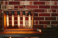 Dispositif avec les lampes à incandescence ovales Photo stock