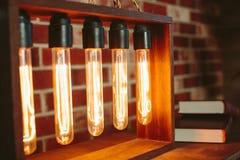 Dispositif avec les lampes à incandescence ovales Image libre de droits