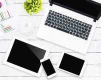 Dispositif d'affaires sur l'espace de travail Photographie stock libre de droits