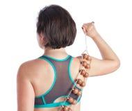 Dispositif d'une cinquantaine d'années de massage de dos de femme pour le massage. Photographie stock libre de droits