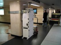 Dispositif de contrôle d'air installé dans la station de train Photo stock