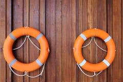 Dispositif de flottaison personnel accrochant sur le mur images libres de droits