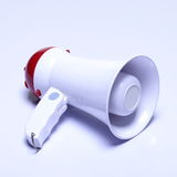 Dispositif de haut-parleur de mégaphone, couleur rouge blanche, aucun logo Photographie stock