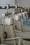 Dispositif de laboratoire pour l'essai de compressibilité des échantillons de sol dans l'ingénierie de construction Photographie stock libre de droits