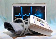 Dispositif médical pour mesurer la pression - tonometer photographie stock