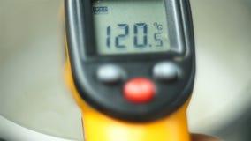 Dispositif pour mesurer la température dans la fabrication, la médecine ou la cuisson banque de vidéos