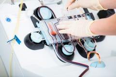 Dispositif pour vérifier le sang pendant les dons du sang photographie stock libre de droits