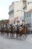 Dispositif protecteur national sur le cheval honorant Visit de pape Image stock