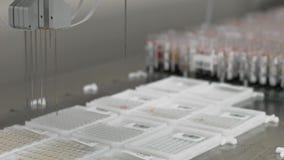 Dispositif robotique automatisé d'examens médicaux, équipement de laboratoire diagnostique clinique banque de vidéos