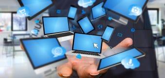 Dispositif se reliant de technologie d'homme d'affaires avec son doigt Image stock