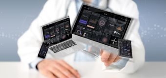 Dispositifs de participation de docteur reliés à un rendu du réseau 3d de multimédia de nuage photo libre de droits