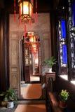 Dispositifs et jardin de salon de style chinois photos stock