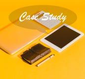dispositifs numériques, calculatrice et carnet photo libre de droits