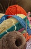 Dispositifs pour le tricotage images stock