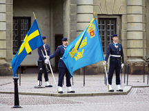 Dispositifs protecteurs royaux au palais royal à Stockholm Image stock