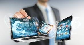 Dispositifs se reliants de technologie d'homme d'affaires avec un rendu du stylo 3D Photographie stock libre de droits