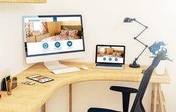 dispositifs sensibles sur la pièce de réservation en ligne de bureau de coin illustration libre de droits