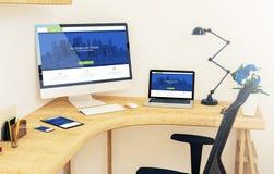 dispositifs sensibles sur le site Web moderne de bureau de coin illustration stock