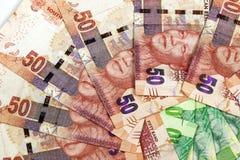 Disposition circulaire de plan rapproché des billets de banque sud-africains Images stock